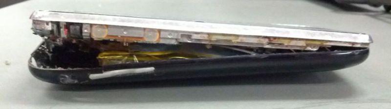 배터리가 부풀어 오른 iPhone3GS